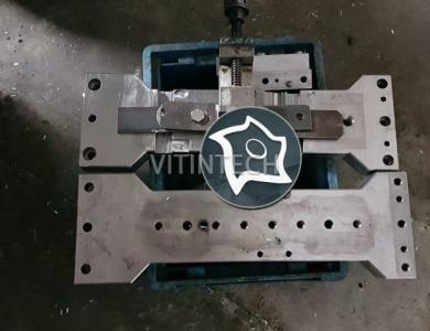 Вертикально-фрезерный обрабатывающий центр Chiron FZ 12 W Magnum