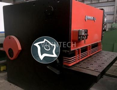 Гидравлические гильотинные ножницы AMADA-PROMECAM CS 1550 x 22 mm