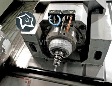 Универсально-фрезерный станок с ЧПУ Deckel Maho DMU 50 VL